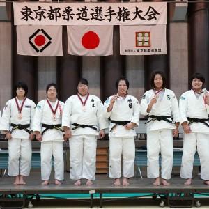平成31年東京都女子柔道選手権入賞者。左から荒谷莉佳子、鶴岡来雪、中村美里、髙橋瑠璃、佐々木ちえ、大住有加、髙山莉加、稲森奈見。