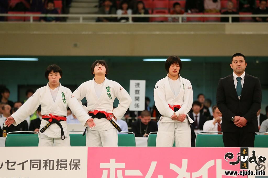 第41回全国高等学校柔道選手権女子団体戦、決勝に臨む富士学苑高のメンバー