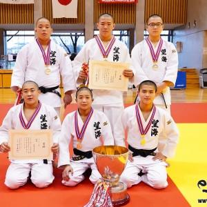 第32回近代柔道杯全国中学生柔道大会、オープンの部優勝の望海中学校(兵庫)