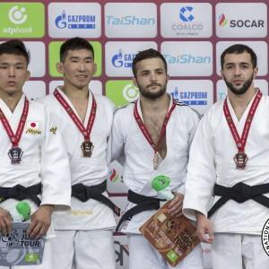60kg級メダリスト。左から大島優磨、ルハグヴァジャムツ・ウヌボルド、トルニケ・ツヤカドエア、アルベルト・オグゾフ。