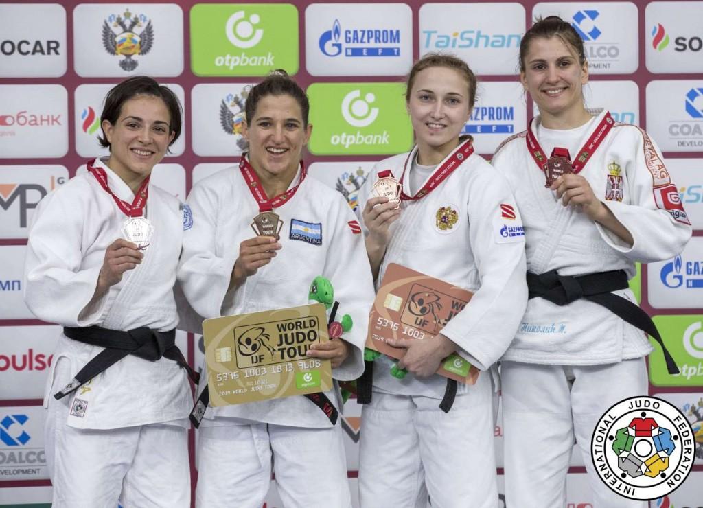 48kg級メダリスト。左からジュリア・フィゲロア、パウラ・パレト、イリーナ・ドルゴワ、ミリカ・ニコリッチ。