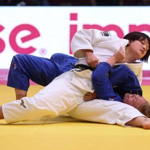 グランドスラム・バクー2019、70kg級決勝。新井千鶴がアンナ・ベルンホルムを抑え込む。
