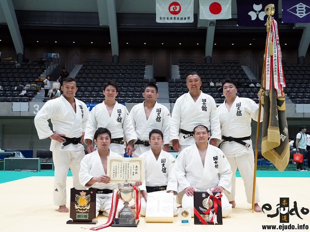 第69回全日本実業柔道団体対抗大会、男子第3部優勝の国士舘大学クラブ