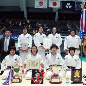 第69回全日本実業柔道団体対抗大会、女子第1部優勝のコマツ