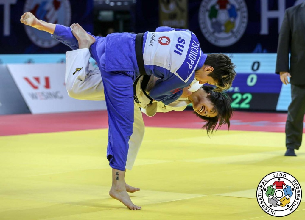 柔道グランプリ・フフホト2019、エヴェリン・チョップとの決勝を戦う52kg級の阿部詩。