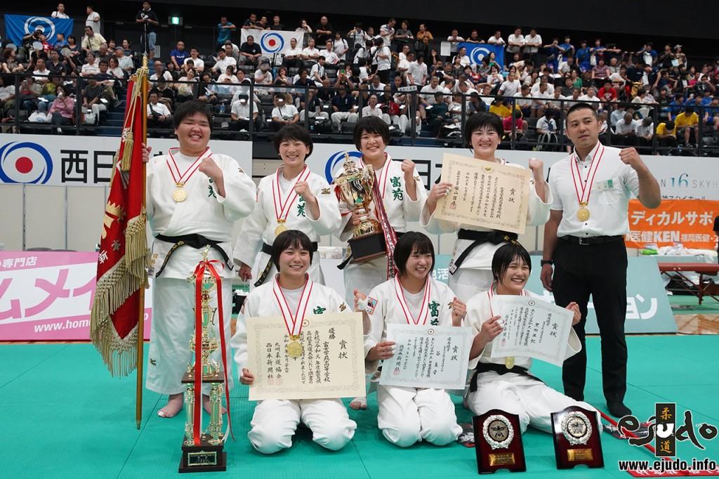 第93回令和元年度金鷲旗高校柔道大会、女子優勝の富士学苑高。