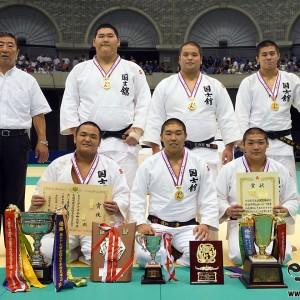 第68回インターハイ柔道競技男子団体試合、優勝の国士舘高。国士舘高は3年ぶり15度目の優勝。4度目の「三冠」獲得。