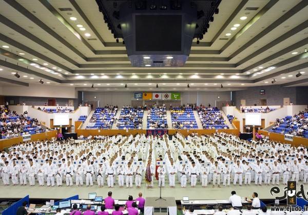 第50回全国中学校柔道大会、開会式。会場の姫路市「ウインク武道館(兵庫県立武道館)」内。