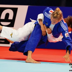 東京世界柔道選手権2019女子48kg級決勝、ビロディドが渡名喜風南から払巻込「技有」