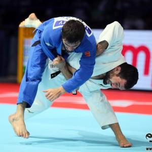 東京世界柔道選手権男子60kg級決勝、ルフミ・チフヴィミアニがシャラフディン・ルトフィラエフから釣込腰「一本」