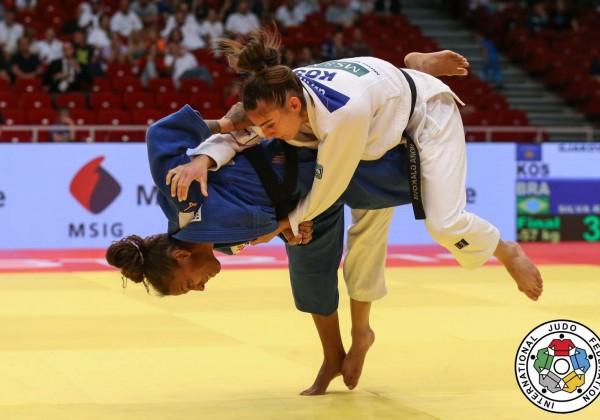 柔道グランプリ・ブダペスト2019女子57kg級決勝、ラファエラ・シウバがノラ・ヤコヴァを左内股で攻める