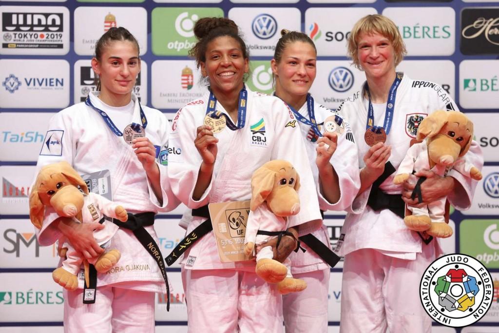 柔道グランプリ・ブダペスト2019、57kg級メダリスト。左から2位のノラ・ヤコヴァ、優勝のラファエラ・シウバ、3位のヘドウィグ・カラカスとサブリナ・フィルツモザー。