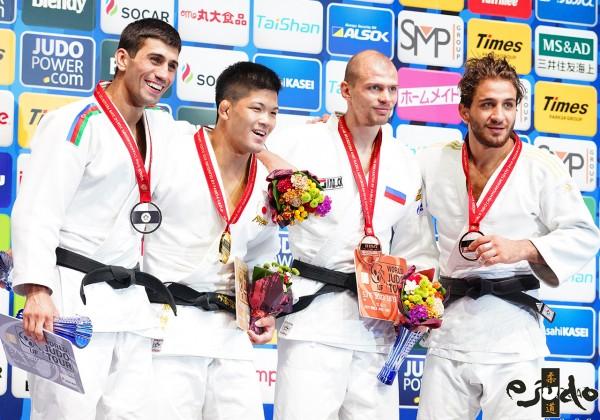 東京世界柔道選手権2019男子73kg級メダリスト、左から2位のルスタン・オルジョフ、3位のデニス・イアルツェフとヒダヤット・ヘイダロフ。