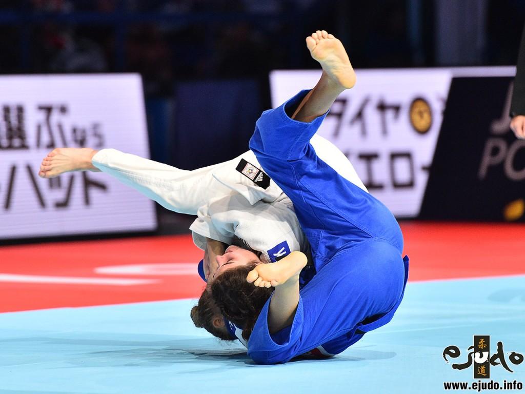 3位決定戦、ユリア・コヴァルツィク)がイヴェリナ・イリエワから「韓国背負い」で「技有」