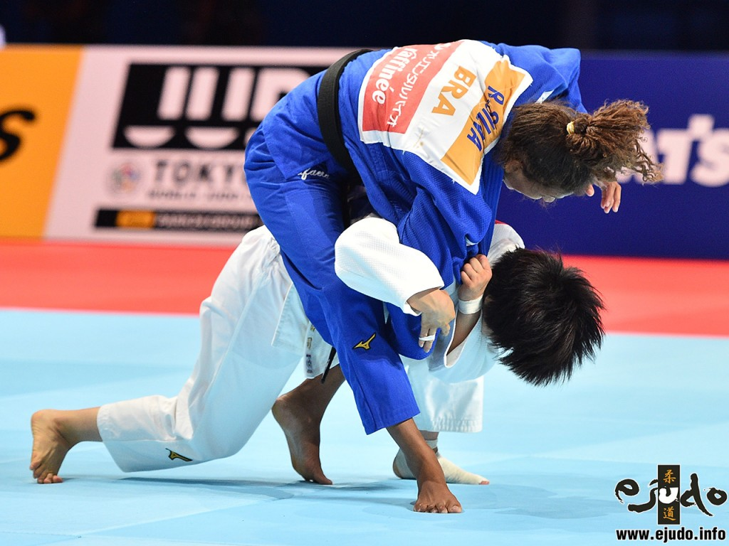 準決勝、芳田司がラファエラ・シウバから一本背負投「一本」