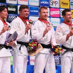東京世界柔道選手権2019、90kg級メダリスト。左から2位の向翔一郎、優勝のノエル・ファンテンド、3位のアクセル・クレルジェとネマニャ・マイドフ。