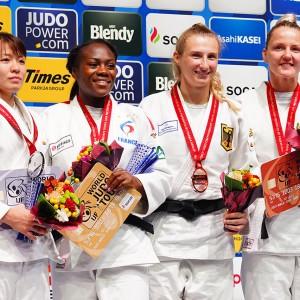 女子63kg級メダリスト。左から2位の田代未来、優勝のクラリス・アグベニュー、3位のマルティナ・トライドスとユール・フランセン。
