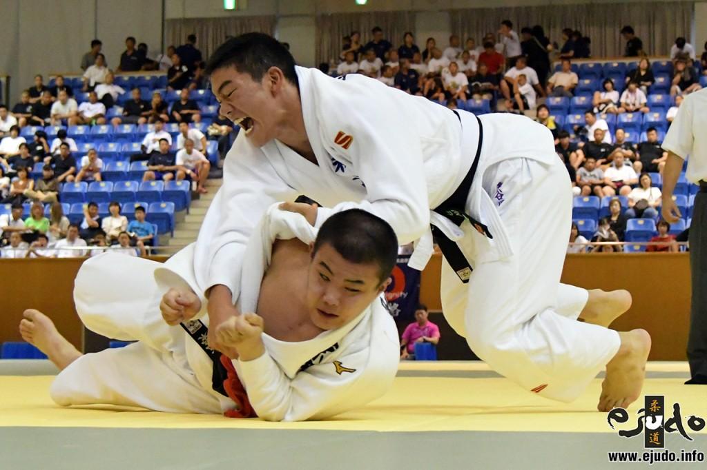 第50回全国中学校柔道大会男子81kg級決勝、GS延長戦で長谷川環が粂田和樹から支釣込足「技有」。