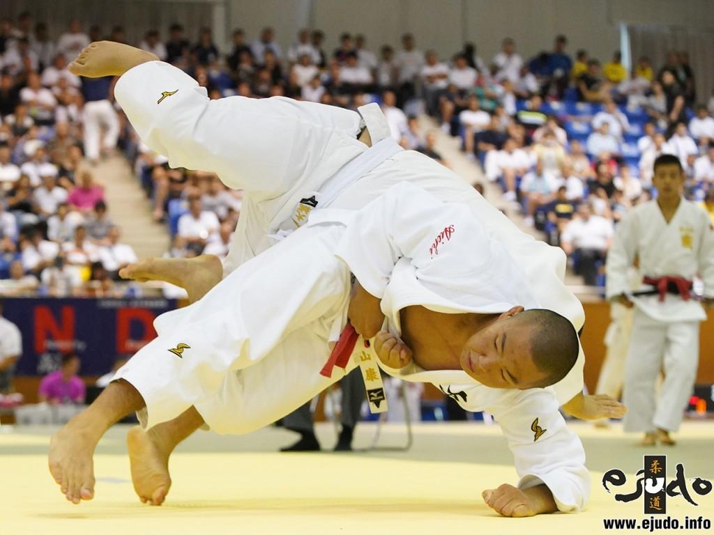 第50回全国中学校柔道大会男子90kg級3回戦、三並壮太が遠藤大城から内股「一本」。三並は今大会全試合一本勝ちで優勝を果たした。