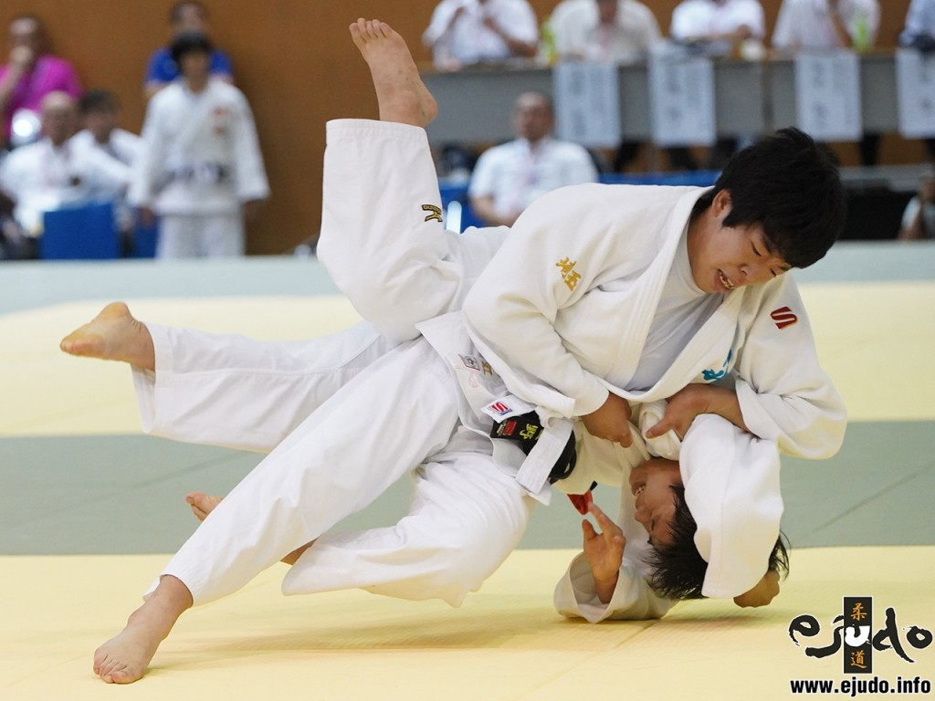 第50回全国中学校柔道大会女子63kg級準決勝、星野七虹が濵重愛華から大外刈「一本」