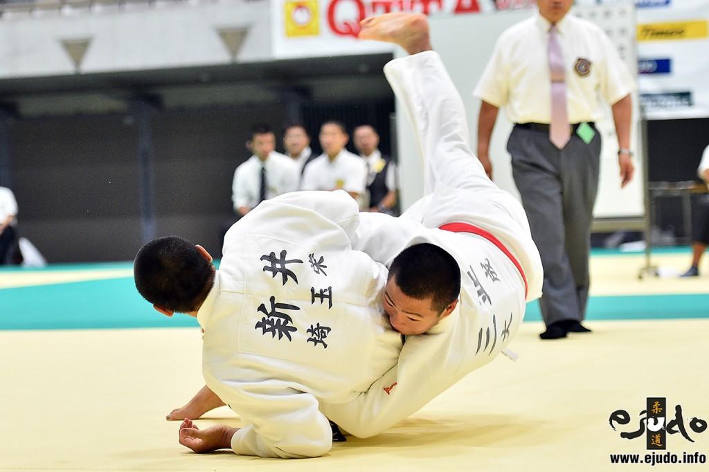 決勝、中堅戦で新井道大が三並壮太から払巻込で2つ目の「技有」