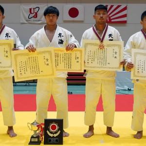 81kg級入賞者。左から2位の岡虎、優勝の渡邊神威、3位の笠原大雅と前濱忠大。