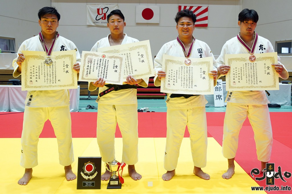 100kg級入賞者。左から2位の後藤龍真、優勝の山口貴也、第3位の山下魁輝と北山達也。