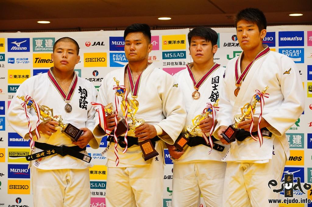 左から中野智博、神垣和他、梅野雅崇、藤鷹裕大