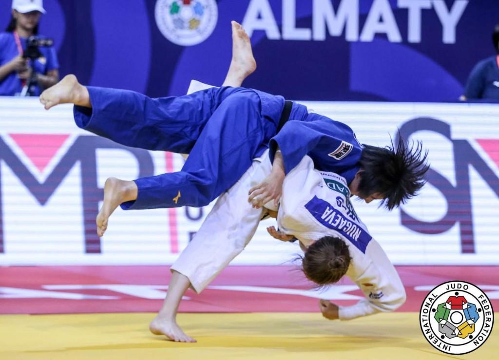 52kg級2回戦。リリア・ヌガエワが多田薫から払腰「技有」