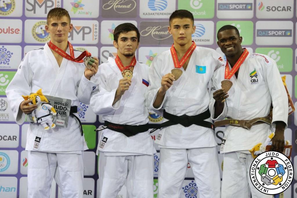 66kg級メダリスト。左から2人目が優勝したアブレク・ナグチェフ