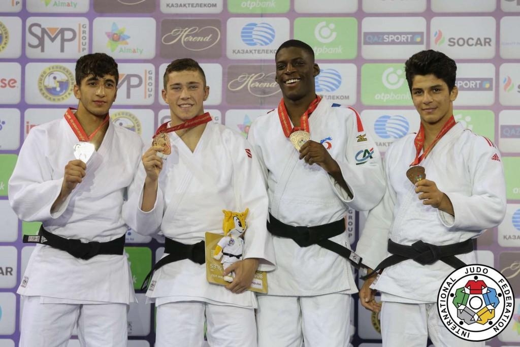 73kg級メダリスト。左から2位のムサ・シメスクと優勝のアダム・コペッキー。
