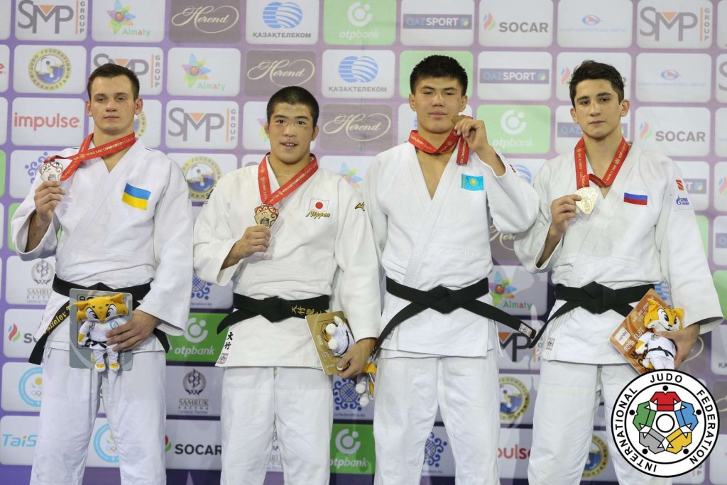 81kg級メダリスト。左から2位のティムール・ヴァリエエフと優勝の大竹龍之介。