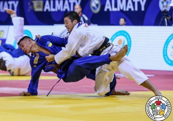 準々決勝、大竹龍之介がニキータ・バッティから大内刈でまず「技有」