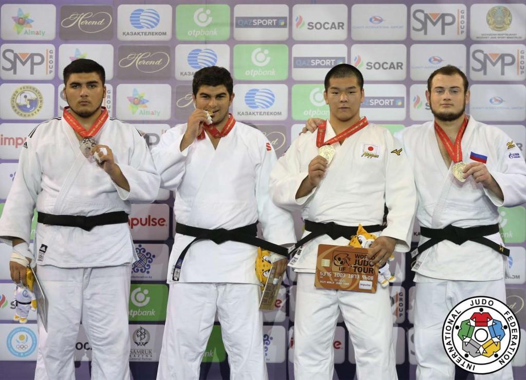 90kg超級メダリスト。左から2人目が優勝したイラクリ・デメトラシヴィリ、3人目が3位の菅原光輝。
