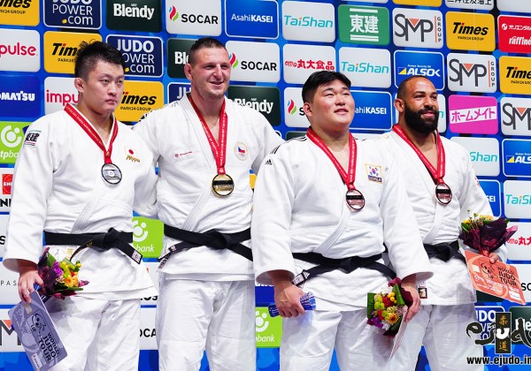 100kg超級メダリスト。左から2位の原沢久喜、優勝のルカシュ・クルパレク、3位のキム・ミンジョンとロイ・メイヤー。