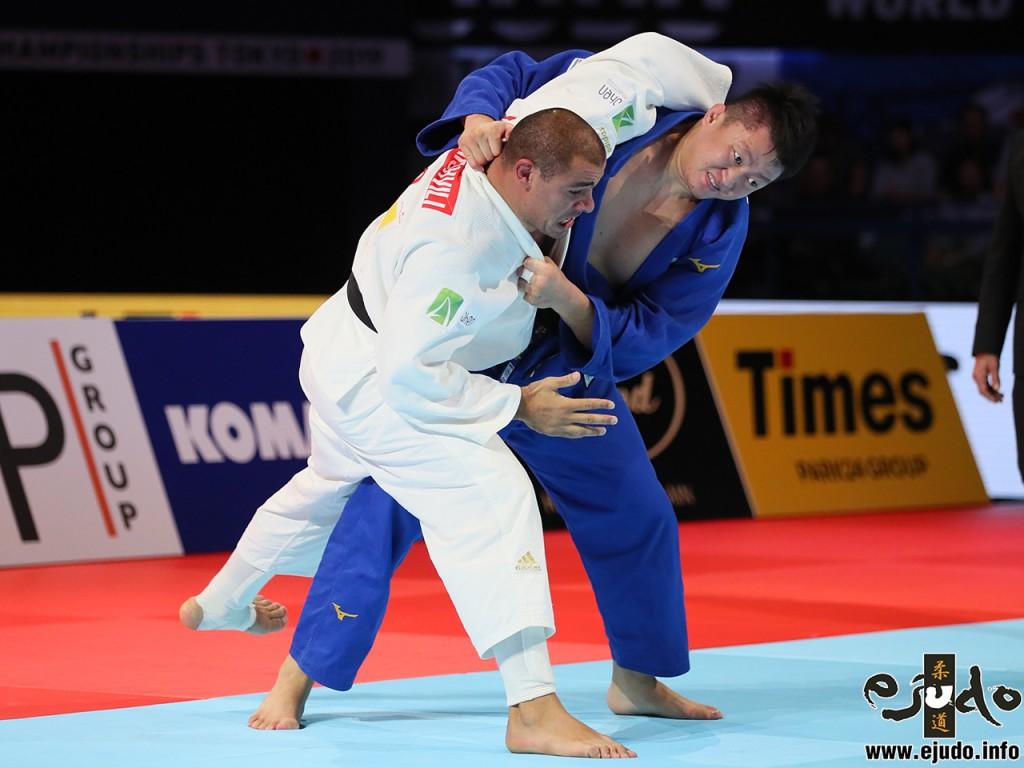 準決勝、原沢久喜がグラム・ツシシヴィリを浮腰で投げつける。At Semifinal, Harasawa threw Tushishivili with Ukigoshi and got ippon.