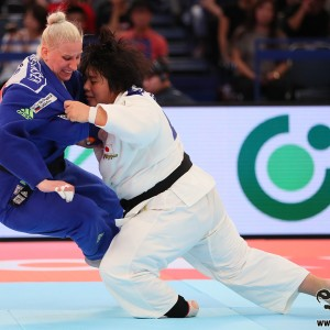 素根輝とアナマリ・ヴェレンセクRound 3, Sone threw Anamari Velensek with kosoto-gari and got Ippon.