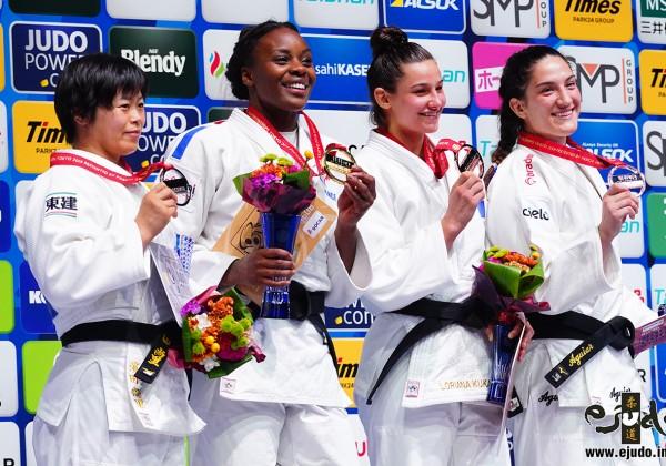 78kg級メダリスト。左から2位の濱田尚里、優勝のマドレーヌ・マロンガ、3位のマイラ・アギアールとロリアナ・クカ。