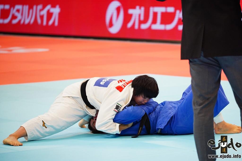 準々決勝、濵田がパトリシア・サンパイオから崩上四方固「一本」