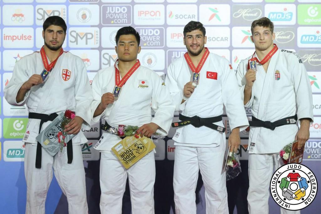 100kg級メダリスト。左から2位のイリア・スラマニゼ、優勝の神垣和他