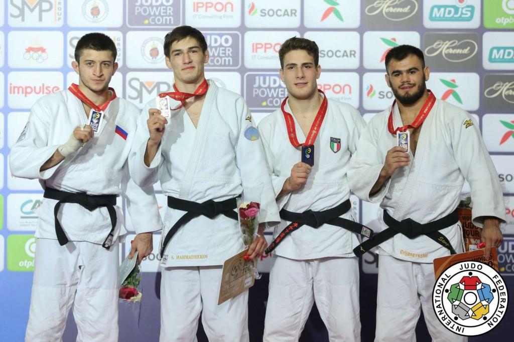 73kg級メダリスト。左から2位のゲオルギー・エルバキエフ、優勝のソモン・マフマドベコフ。