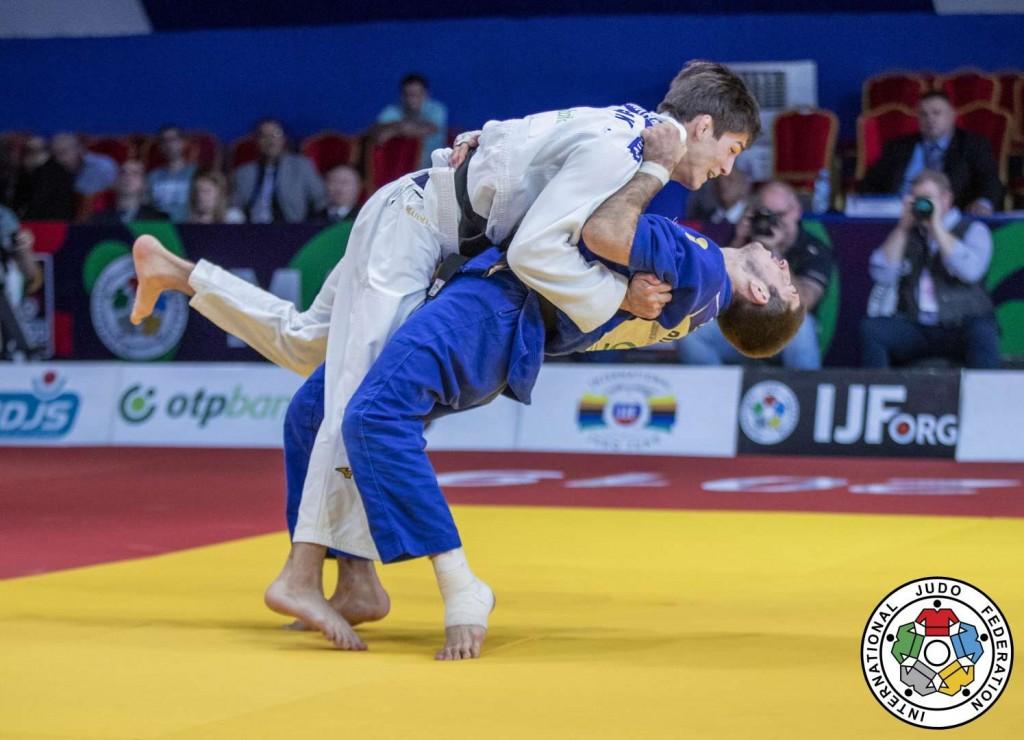 73kg級決勝、ソモン・マフマドベコフがゲオルギー・エルバキエフから隅落「一本」