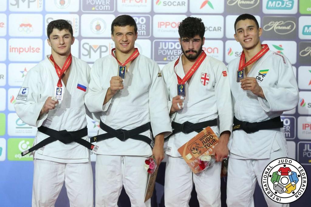 81kg級メダリスト。左から2位のダヴィド・カラペティアン、優勝のウラジミール・アハルカツィ。