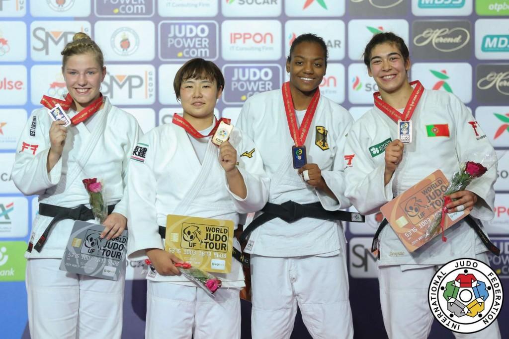 78kg級メダリスト。左から2位のレネー・ファンハルセラール、優勝の和田梨乃子。