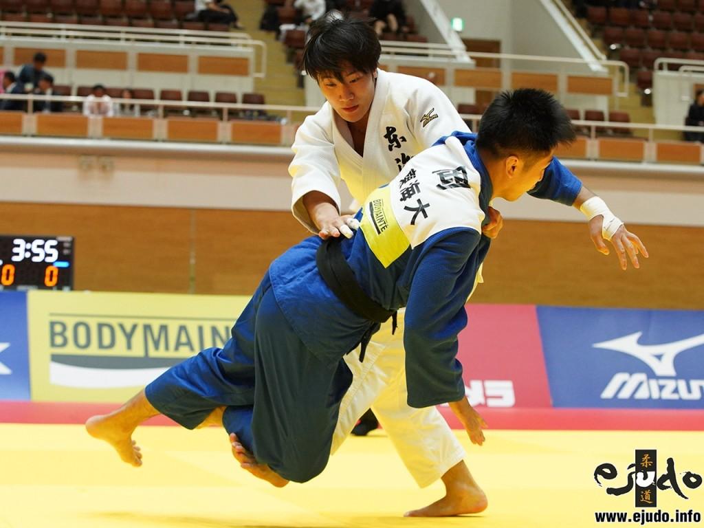 81kg級決勝、渡邊神威(が岡虎から出足払「技有」