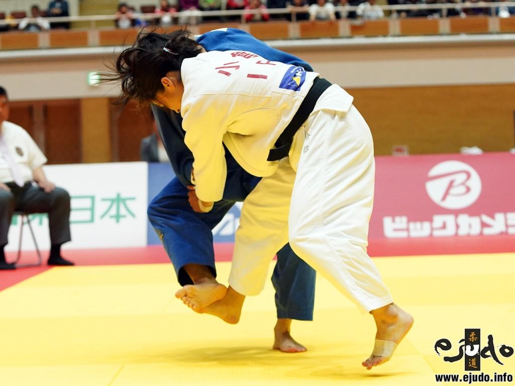 48kg級決勝、小倉葵が有野涼から小内刈「技有」