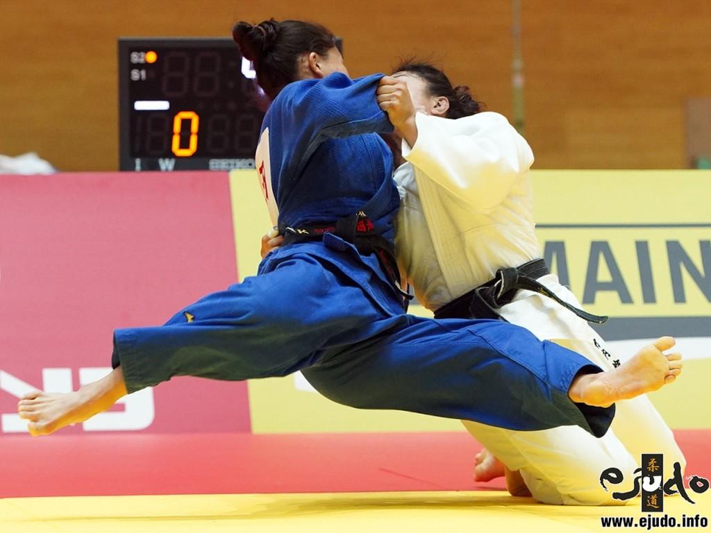57kg級決勝、竹内鈴が 栗田ひなのから裏投「技有」