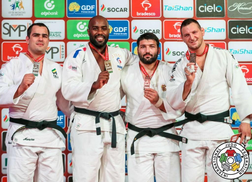 100kg超級メダリスト。左から2位のダヴィド・モウラ、優勝のテディ・リネール、3位のイナル・タソエフとルカシュ・クルパレク。