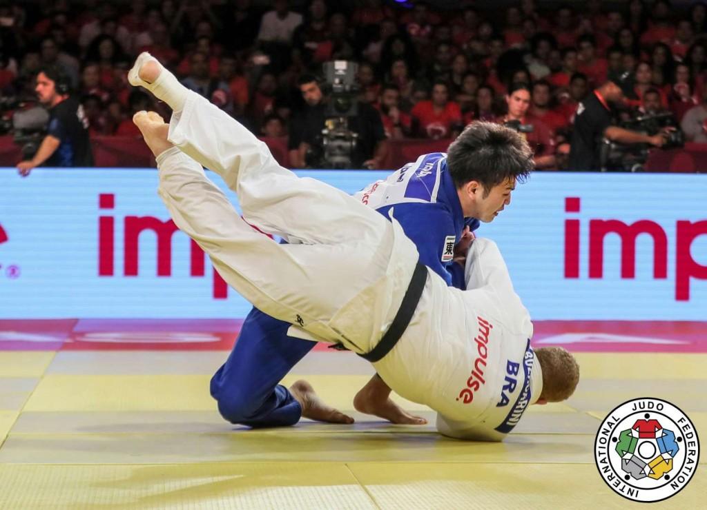 100kg級決勝、飯田健太郎がラファエル・ブザカリニから袖釣込腰「一本」