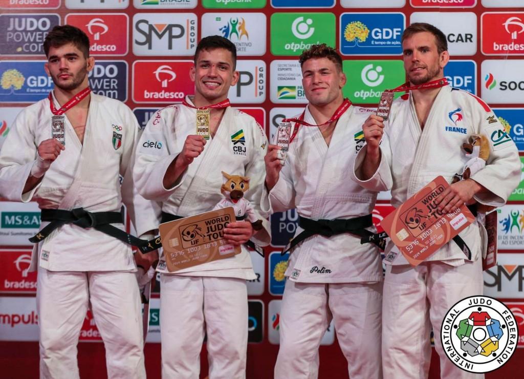66kg級メダリスト。左から2人目が優勝のダニエル・カルグニン。